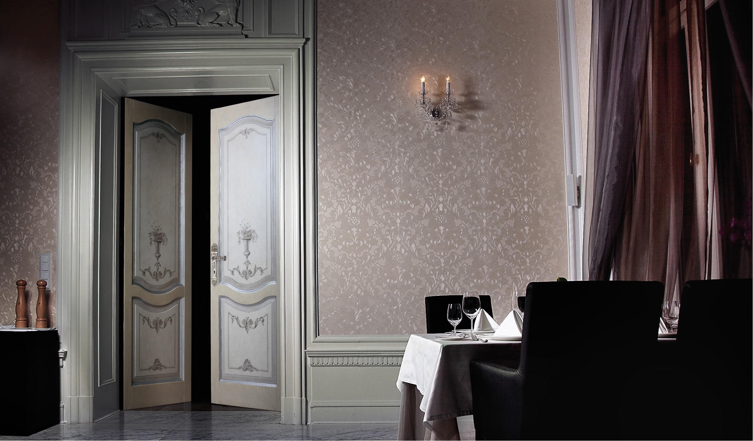 Porte anticate porte in legno massello - Porte decorate per interni ...